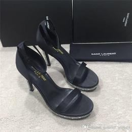 Cuir ambré en Ligne-Nouveau Sandales Stiletto SANDALES AMBRE EN CUIR VERNI Chaussures de créateurs de luxe Sandales pour femmes élégantes et élégantes