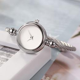 frauen silberne armbanduhren Rabatt armbandkleiduhr-Qualitätsdamengoldsilber-beiläufige Armbanduhren der Luxuxfrauenuhrmodedesignermarkenfrauen freies Verschiffen