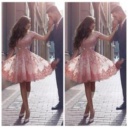 2019 vestidos de vestidos de vestidos sexy sexy 2019 fora do ombro curto vestidos de baile apliques de renda plus size na altura do joelho cocktail vestido de baile para juniores vestidos de festa especial