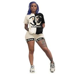 Novos fatos de treino de moda on-line-Trajes de Treino das mulheres Novas Shorts Moda Cartas Padrão Treino de Impressão de Luxo T Shirt + Shorts Two-piece Set Roupas Femininas