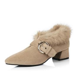 Saltos de pele de coelho on-line-Inverno Lady Womeen Sapatos saltos baixos Moda três centímetros Coelho Luxo Fur Shoes estilo clássico Vintage dedos apontados Escritório Drees Designer Shoes