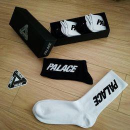 Новейшие 4 пары / много мужчин; S Черно-белые чулки с надписью Men '; S Sphort Sockings с надписью Men'; S Спортивные носки Повседневные носки от
