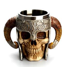 Taza taza del cráneo online-Taza llamativa 3D Guerrero jarra de cerveza de Viking Cráneo de doble pared creativo de la taza de Halloween tazas Inicio de acero inoxidable tazas de agua