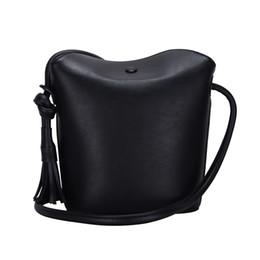 Bolsa de cubo con borla de cuero de imitación bolso PU bolsa de hombro para las mujeres desde fabricantes