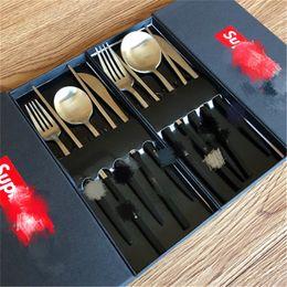 Geschenke für familien online-INS Art und Weise 4pcs Dinnerwear Sets Personality Stainless Steel Design Dinning Löffel Stäbchen Geburtstags-Geschenke für Familie Abendessen Gabeln Set