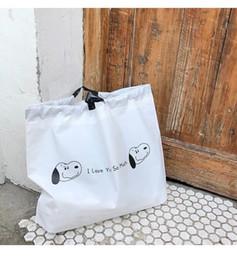 2019 sacos snoopy Ins bonito Snoopy bolsa dobrável saco de compras de cordão saco de armazenamento de viagem loja de roupas de plástico sacos snoopy barato