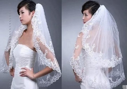 2019 véu de mantilha New frete grátis Acessórios do casamento Branco / Marfim Moda Curto Dois camada de renda véus de noiva com pente apliques de alta qualidade