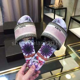 2020 sandalias de tejer Zapatillas de diseñador de lujo de París, sandalias de verano agradables, zapatillas de playa, zapatillas para mujer, chanclas, mocasines, cuero, color floral con caja sandalias de tejer baratos