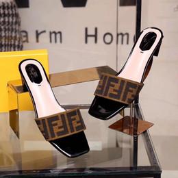 Ojos sandalias online-Hombres Mujeres Sandalias Zapatos de diseño de lujo de diapositivas de moda de verano ancho sandalias resbaladizas planas Flip Flop zapato pequeño ojo 35-43 hongyang 011