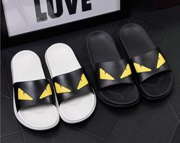 Amantes chinelos indoor on-line-Amantes dos desenhos animados estilo Sandálias dos homens Sapatos Casuais Designer de Praia Interior Plana de Luxo mulheres sandálias de Verão Plana Sandálias Escorregadias Chinelo