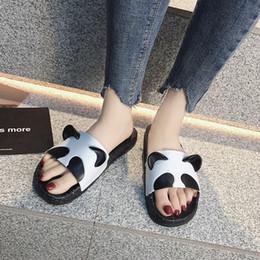 Тапочки для ванной комнаты мультфильм Панда пара тапочки женская летняя мода симпатичные нескользящей мягкое дно Главная Главная слово сандалии jooyoo supplier panda slippers от Поставщики тапочки для панды