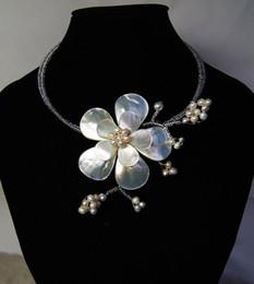 2019 semi di fiore 2018 Perlina di lusso Bead White Sea Shell Fiore Collana girocollo per le donne Accessori gioielli da sposa semi di fiore economici