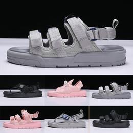 Sıcak satış 2019 Yaz sandalet erkek ve kadınlar için Roma Stil serin gri pembe üçlü siyah Rahat Ayakkabılar moda kadın Plaj terlik Tasarımcı nereden