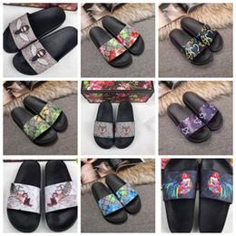 dbb178801bf8 New Men Women Sandals Designer Shoes Slide Summer Fashion Wide Flat  Slippery Sandals Slipper Flip Flop size 35-46 With flower box