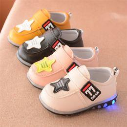 láminas de caucho Rebajas Zapatos de bebé Infant Toddler Prewalker Zapatillas de deporte con suela suave coreana Luces brillantes LED para niños pequeños Unisex Zapatos casuales Calzado de moda