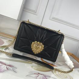 Esconder el bolso online-Mujer de lujo Bolsos Monederos Bolsos de diseñador Cartera de diseño de alta calidad Tipo oculto Cierre rápido Ajuste de perla Nuevos accesorios bolso de la señora