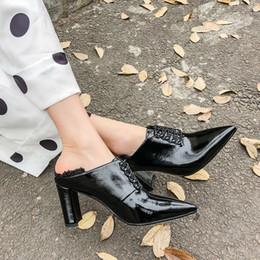 2019 halb lässige kleider Heiße Verkaufs-halb umkreisende haarige klobige Fersen-hochwertige Luxuxdesigner-Mikroleder-Frauen-Kleid-Schuh-beiläufige Maultier-Schuhe Neue Ankunft günstig halb lässige kleider
