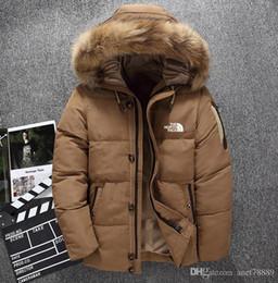 Sombreros de ganso abajo online-ropa nueva El norte de los hombres de invierno por la chaqueta Parka mantener el calor ganso abajo cubre Shell suave cuello de piel gruesa sombreros chaquetas cara al aire libre