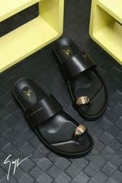 Новое поступление мужские тапочки бестселлер оригинальный дизайн и изысканный бренд качества сандалии стиль личности cheap new brand sandal for men от Поставщики новый бренд сандалии для мужчин