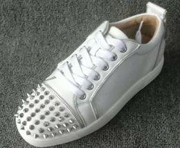 2019 Herbst neue rote Sohle Sneakers Spike Stud Sneaker niedrige Top Camping Schuhe weiß Leder Freizeitschuhe männlich Nieten Stud Loafers Party