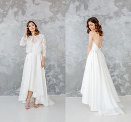 Jaqueta de boho on-line-Elegante espaguete sem encosto a linha boêmio vestido de noiva com jaqueta de cetim branco Vintage Beach Boho chá de comprimento vestido de noiva