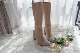 2019 botas de invierno de calidad sexy Nuevo estilo Diseño de moda clásico Mujer Botas hasta la rodilla atractivas Tacones altos Botas de mujer Zapatos Bombas de alta calidad Zapatos Botas de invierno rebajas botas de invierno de calidad sexy