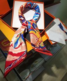 Квадратные цветочные шарфы онлайн-90 * 90см Luxury Lady's Silk Scarves дизайнер бренда Квадратные шарфы и платки Обертывания Хиджабы Цветочный принт ТОП-КАЧЕСТВО ШИК Женские шарфы женские
