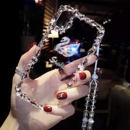 2019 venta al por mayor de teléfonos celulares inteligente El diamante suave de la moda cisne transparente cubre la cubierta protectora de TPU de la cubierta protectora del teléfono con el acollador para el iphone XS max XR 8 7 6 más