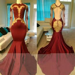 vestidos de baile vermelhos sexy Desconto Sexy Escuro Vermelho Sem Encosto Prom Dresses 2019 Gola Alta Manga Longa de Ouro Applique Vestidos de Noite BA7879