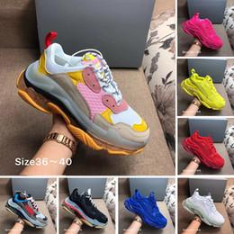 Avec HOT Box Triple S design 17FW ajoute un clair bullé Midsole Sneakers femmes des hommes de plus en plus le luxe Neon Green Marque Casual Shoes Dad
