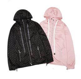 Nuovo stile internazionale Abbigliamento da donna Giacca da uomo di alta qualità Abbigliamento per protezione solare Cappotto lungo Giacca a vento con cappuccio Tuta da strada da