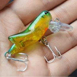 rane di rana Sconti 10pcs 4.5 cm 4g cavalletta esche dure di plastica esche ami da pesca ami 10 # gancio esche artificiali pesca attrezzatura da pesca accessori