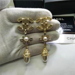 Joyería de boda clásica online-Diseñador top de gama alta letras de marca clásicas pendientes de perlas pendientes brillantes para las mujeres boda prom joyería de moda