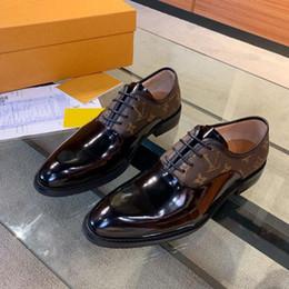 Moda in pelle marrone 2020 scarpe da sera di moda di lusso degli uomini neri scarpe casual uomini indossano scarpe a punta Oxford con box