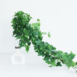 Kleine plastik weihnachtsbaum dekorationen online-2019 Künstliche Plastikbaumzweig für Weihnachtshochzeitsdekoration Blumenschmuck kleine Blätter Pflanze faux Laub