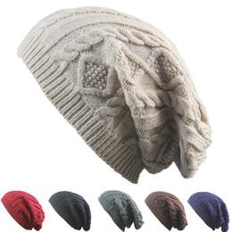 Sombreros de diseño de invierno online-Nuevo diseño de las mujeres Gorras tejidas Gorros Patrón de giro Color sólido Mujeres Sombrero de invierno Suéter de punto Sombreros de moda ZZA876