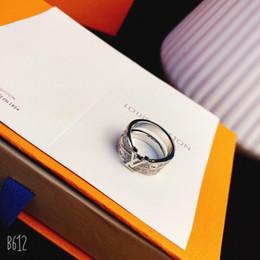 Letras de anillos de oro online-Joyas de diseñador de lujo anillos de plata esterlina para hombres anillo de oro blanco y diamantes letras anillos de boda anillo de amor moda de lujo je