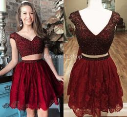 Deux pièces scintillantes 2019 robes de bal au col en V profonds paillettes perlées à mancherons jupe en dentelle jupe rouge foncé robes de bal courtes Robes Gala ? partir de fabricateur