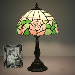 2019 glasfenster schreibtisch lampen Arbeitszimmer Schreibtischlampe Europäische Rosa Blumen Schatten Lampe Glasmalerei Bedsides Tischlampen Licht Schlafzimmer Wohnzimmer Schreibtischlampen rabatt glasfenster schreibtisch lampen
