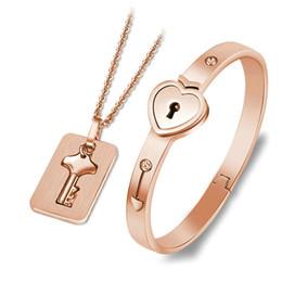 Пара комплект ювелирных изделий из нержавеющей стали ключи концентрические подвески ожерелья Сердце замок браслеты любовника день рождения свадебный подарок 2Colors от Поставщики ключ от замкового ключа
