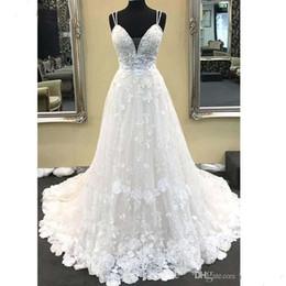 2019 vestidos brancos pretos da recepção de casamento 2019 Encantador Cintas De Espaguete Lace Apliques Uma Linha De Vestidos De Noiva V Neck Lace Branco Longos Vestidos De Noiva Vestidos De Noiva Boho