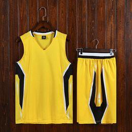 Vestiti grigi rossi online-NCAA Basketball grigio Uomini maglie traspirante Partita del vestito della squadra dell'istituto universitario Sport Kit nero su misura di disegno all'ingrosso Red