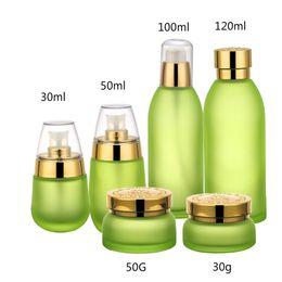 Botella esencial de oro online-20 unids vidrio verde matorrales emulsión botella de aceite esencial 30 50g tarro de crema envasado de cosméticos conjunto de contenedores vacíos conjunto Cala de plata dorada