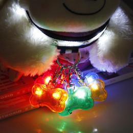 2020 luz del colgante del collar de perro del led que destella Parpadeo de perro mascota para seguridad Fuente de luz brillante de hueso en forma de noche Colgante de perro Collar de hebilla intermitente LED rebajas luz del colgante del collar de perro del led que destella
