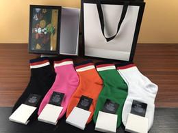 Argentina Moda hombre calcetines de diseño hombre mujer cabeza de tigre bordada caja original verde rojo a rayas colorido algodón casual calcetines deportivos 4pairs / caja Suministro