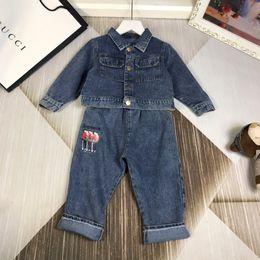 taste schließen Rabatt Jungendenimmantel stellt Kinderdesignerkleidung gewaschenen Denimmantel + gedruckte Jeans ein 2pcs Herbstcowboy stellt Knopf geschlossene Größe 90-130cm ein
