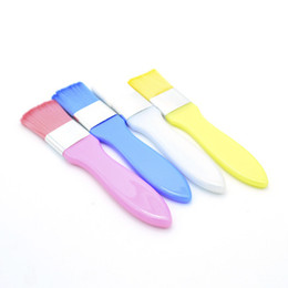 Escovas de maquiagem amarelas on-line-Meinaiqi Máscara Escova Profissional de Beleza Corporal Body Makeup Brush Branco / Azul / Amarelo / Rosa Opcional Ferramenta Cosmética Nova Chegada