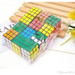 2019 Bulmaca küp Küçük boyutu 3 cm Mini Sihirli Rubik Küp Oyunu Rubik Öğrenme Eğitim Oyunu Rubik Küp Iyi Hediye Oyuncak Dekompresyon oyuncaklar nereden kızlar için altın bilezikler tedarikçiler