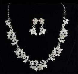 nouvelle chaude européenne et américaine nouvelle décoration de mariage mariée en gros deux pièces ensemble perle feuille collier boucles d'oreilles bijoux ensemble mode classique ? partir de fabricateur