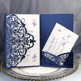 Tascheneinladungen online-Marineblau-Laser-Schnitt-Taschen-Hochzeits-Einladungs-Suiten 2019 kundengerecht lädt mit Umschlag-Leerzeichen-innerem freiem Verschiffen ein